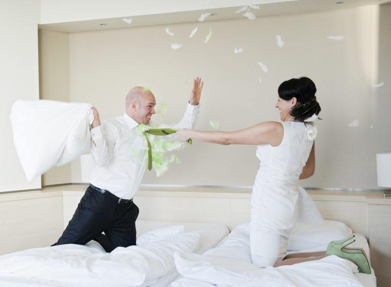 Brautpaar, Kissenschlacht